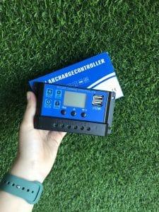 Điều khiển sạc năng lượng mặt trời 12/24 - 20A CÓ LCD giá tốt tại Nha Trang