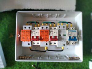 Hộp điện của combo NLMT 3kw - jinko mono 405w
